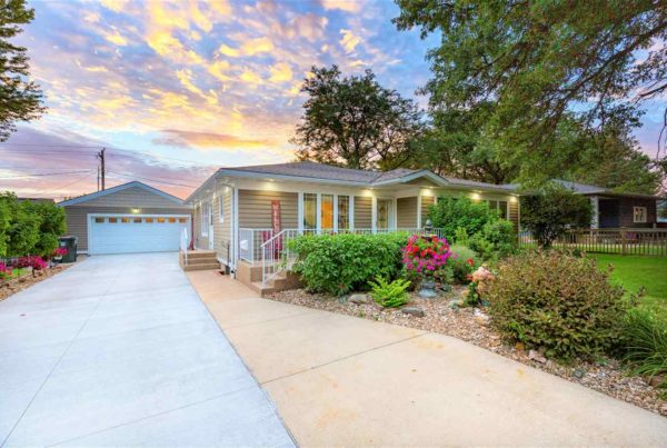 Beautiful home for sale in Cedar Falls Iowa with attached garage.